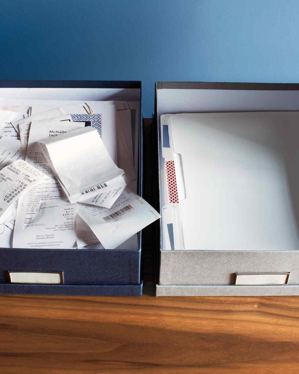 desk-detail-organizing-257-md110720.jpg