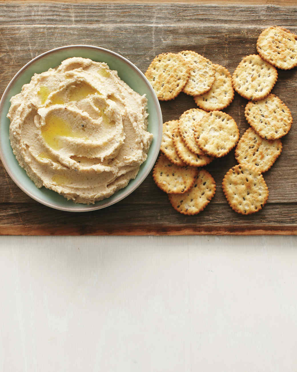 cauliflower-white-bean-dip-med108019.jpg