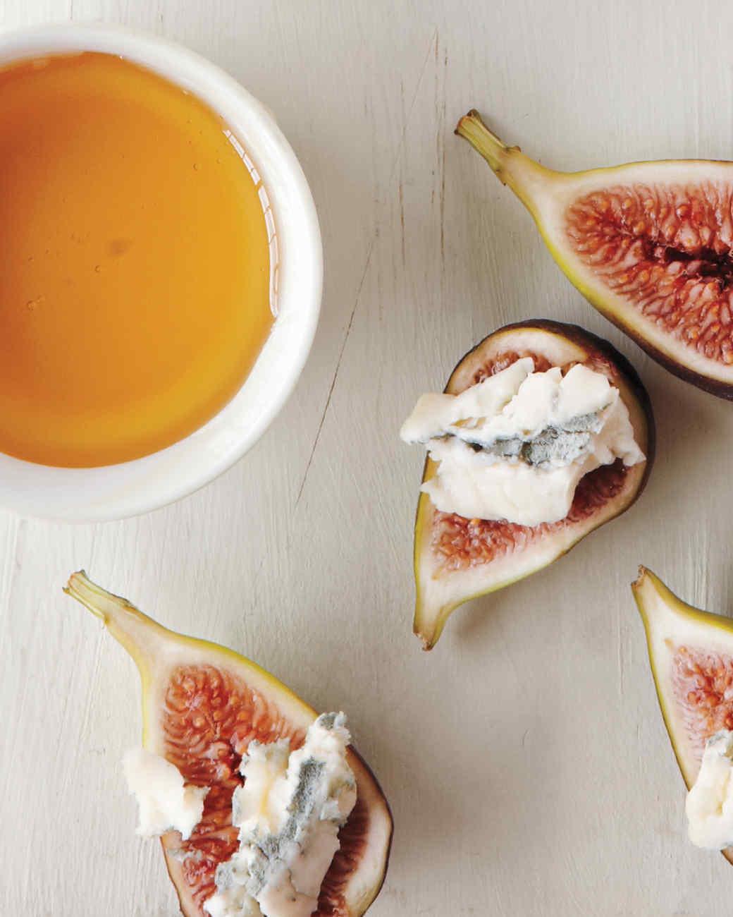 figs-gorgonzola-cheeseboard-md110117.jpg