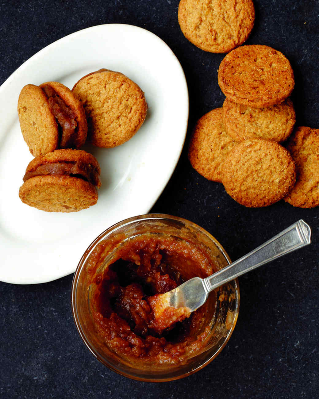 gingersnaps-with-date-puree-md108188.jpg