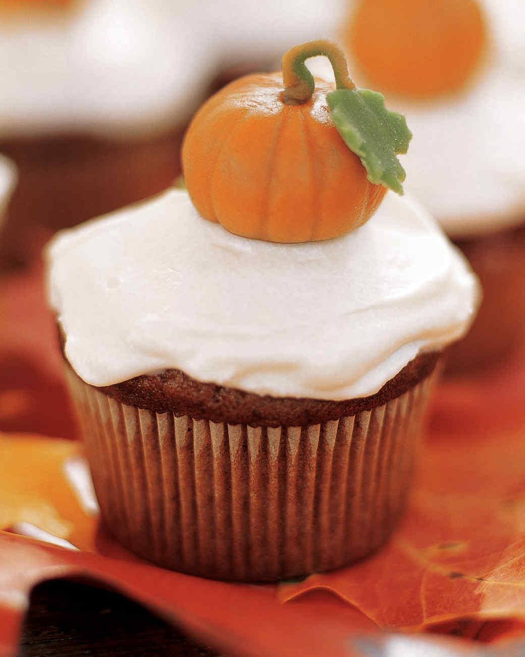 mslhal0904xe5pu_1104_pumpkin_cupcakes.jpg