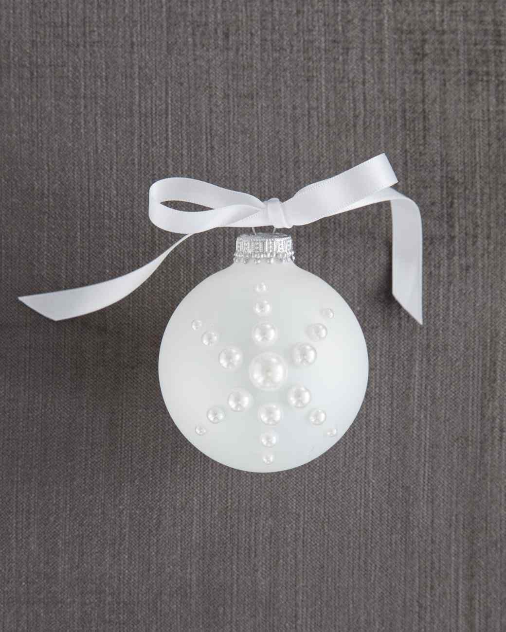 17 Snowflake Ornaments That\'ll Guarantee a White Christmas | Martha ...