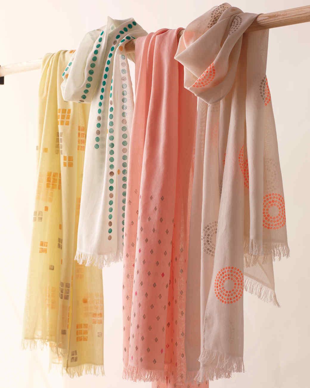 scarves-hanging-opt3-078-exp2-d112052.jpg