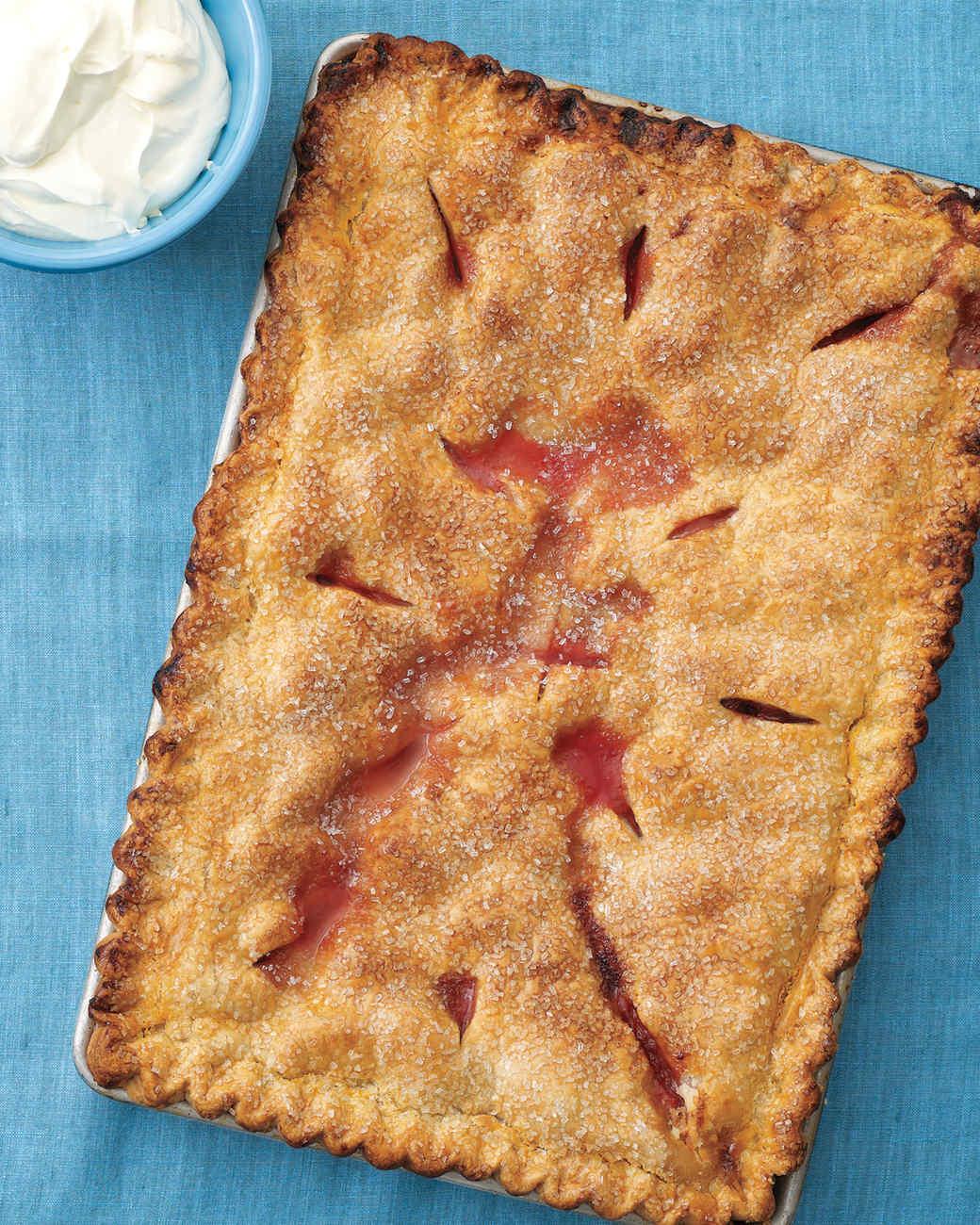 strawberry-rhubarb-slab-pie-med108164.jpg