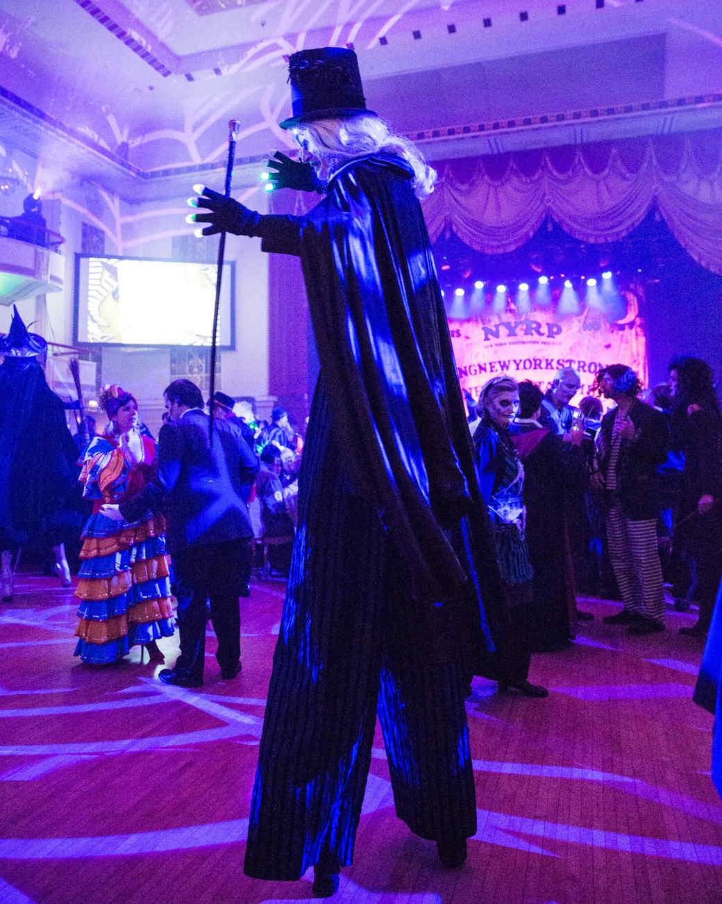 bette-midler-hulaween-gala-2016-stilts.jpg
