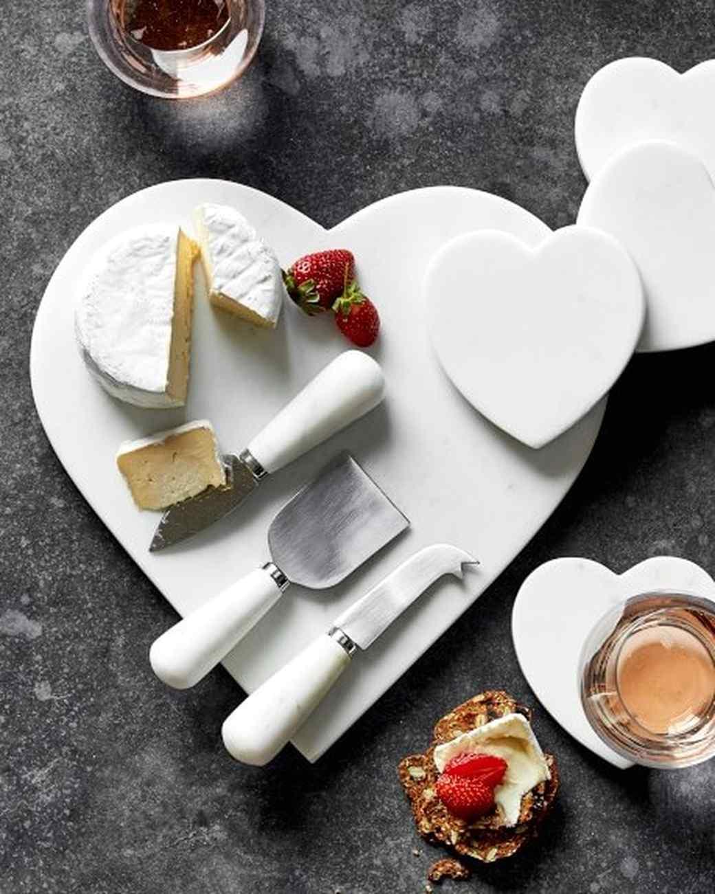 heart cheese tray