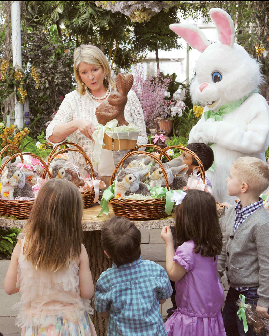 martha stewart with kids and the easter bunny