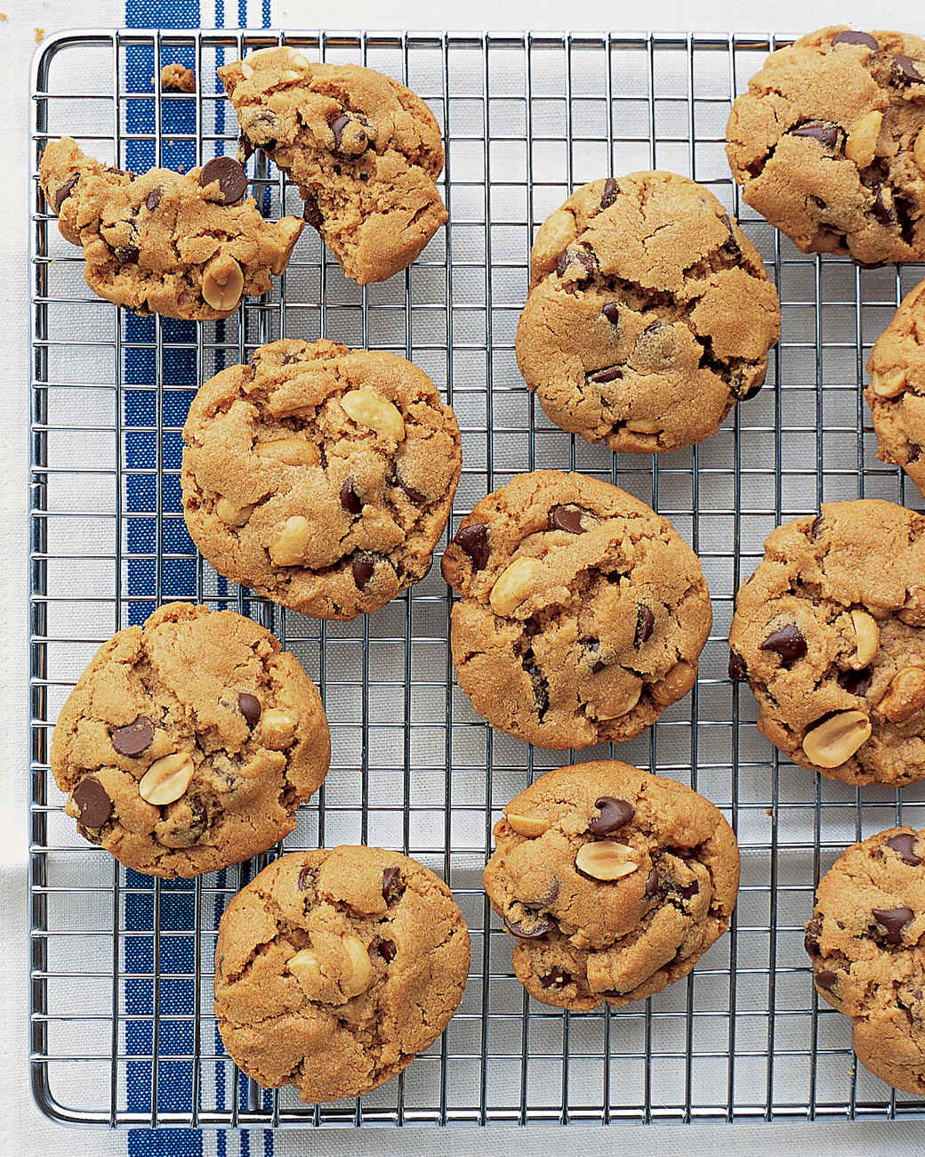 peanut-chocolate-cookies-0305-mea101198.jpg