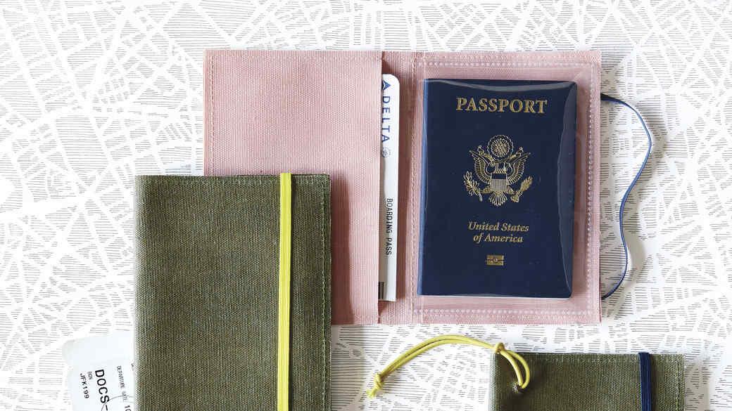 luggage-tags-passport-holder-023-d111051.jpg