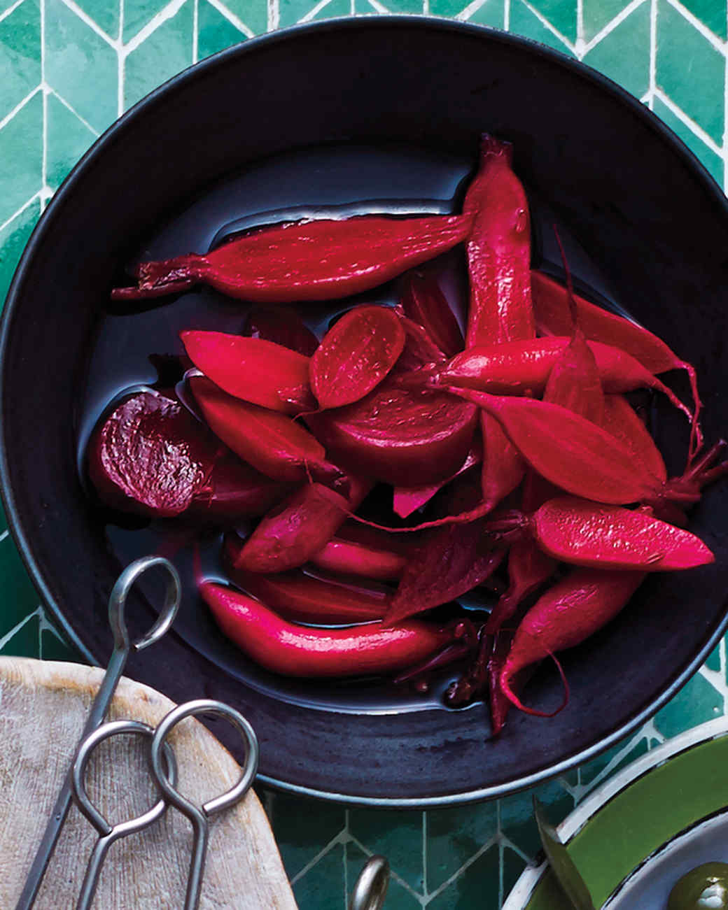 quick-pickled-radishes-beets-228-d111920.jpg