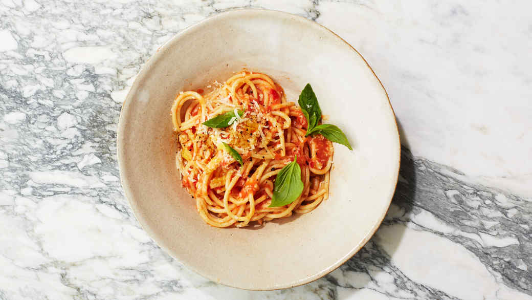 Spaghetti and Fresh Marinara with Basil