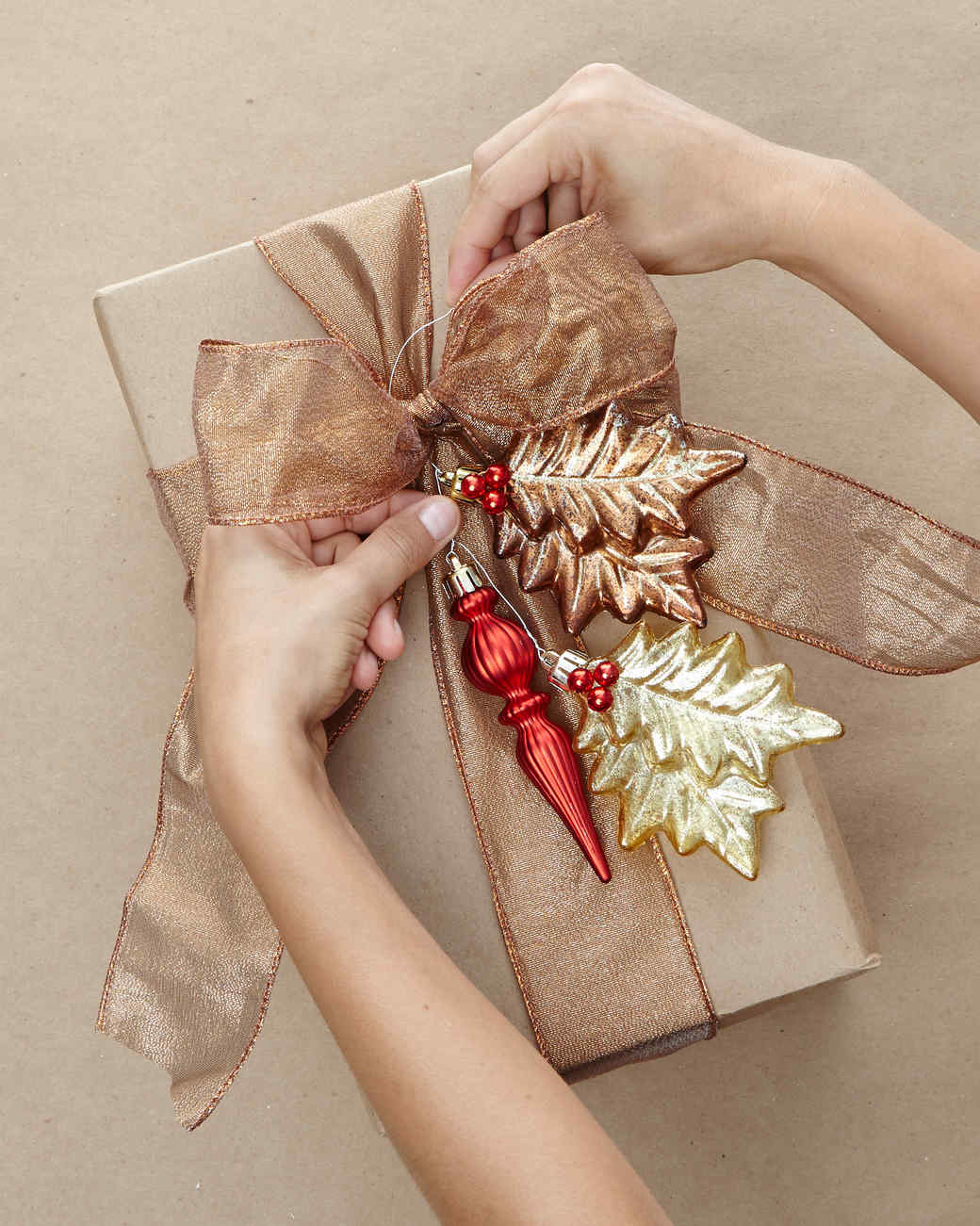 thd-hht-holiday-ornamentclusters-04-1114.jpg