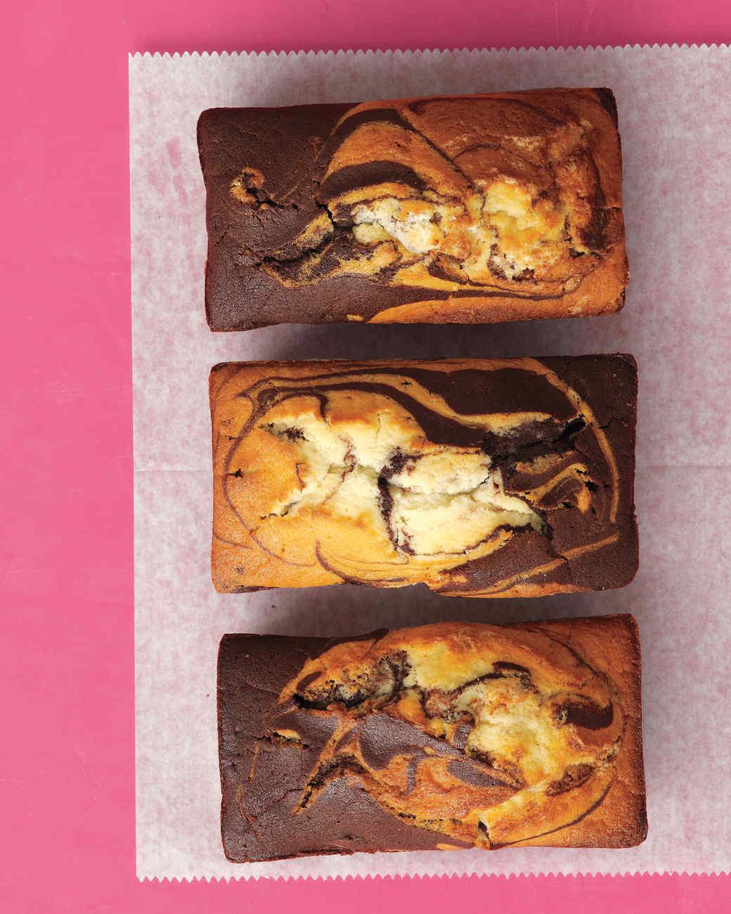 chocolate-vanilla-marble-cake-2-med108164.jpg