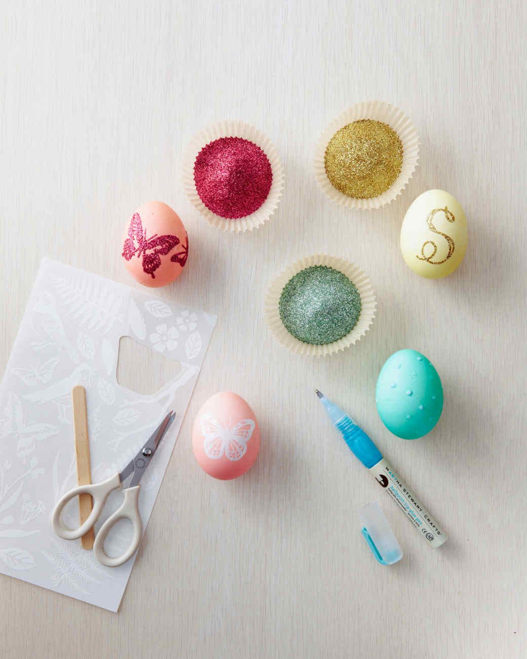 egg-dyeing-app-d107182-glitter-how-to0414.jpg