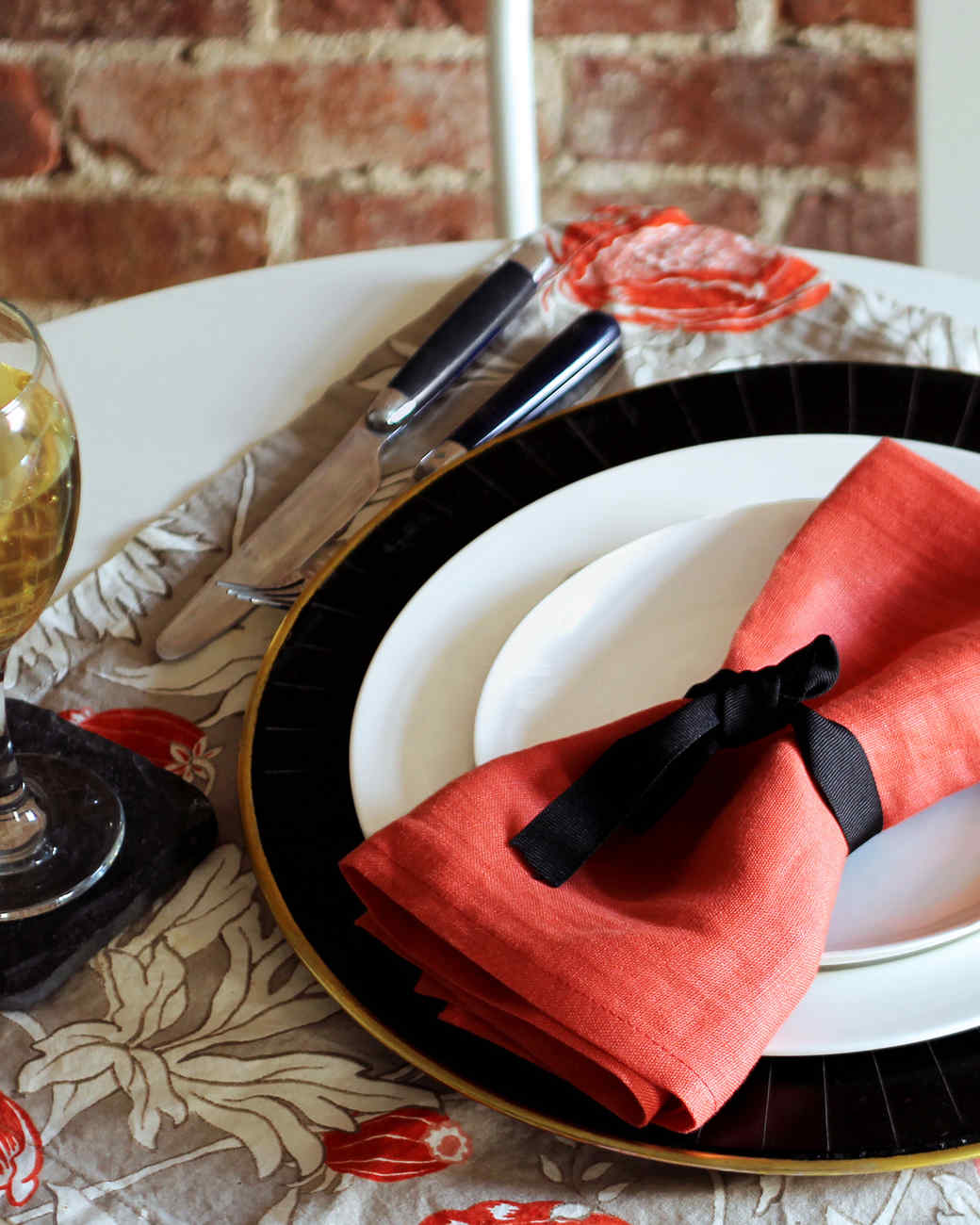red-black-thanksgiving-table-setting-1115.jpg