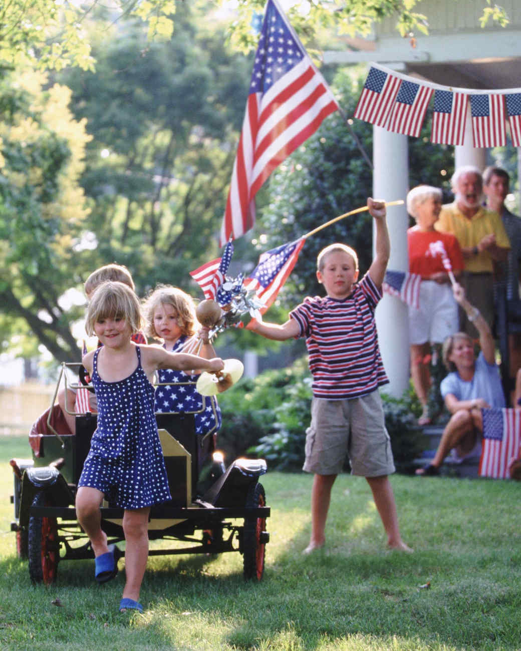 garland-and-children-with-stick-flags-0515.jpg