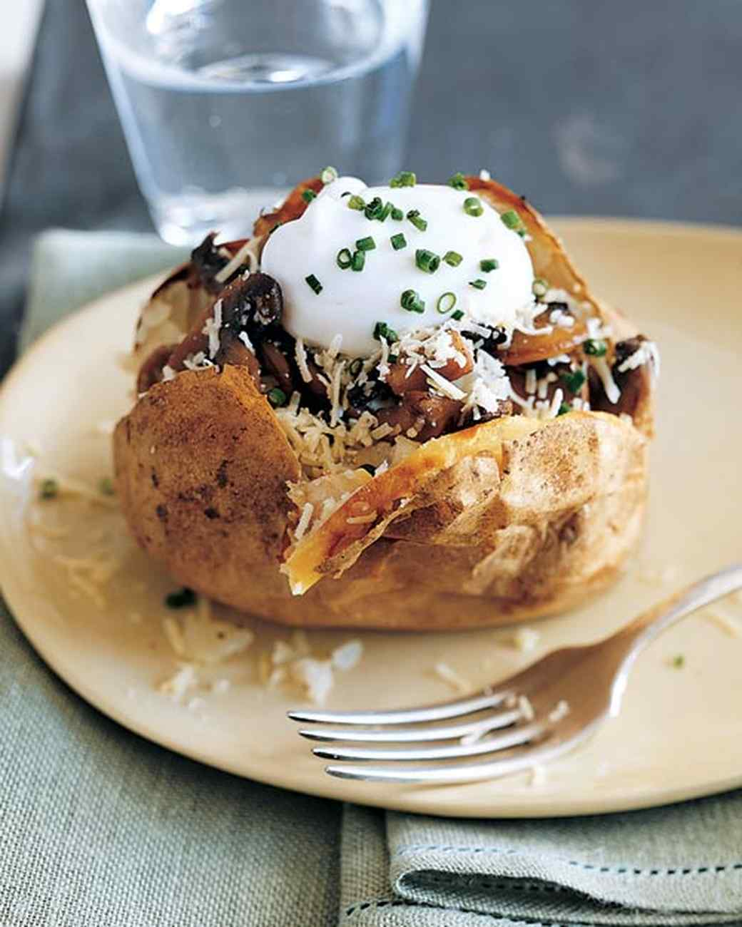 mla1012_0505_baked_potato_sauteed_mushrooms.jpg
