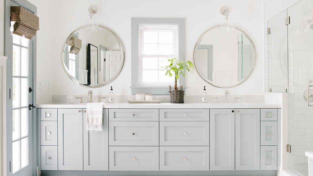 southern california house natural light master bathroom