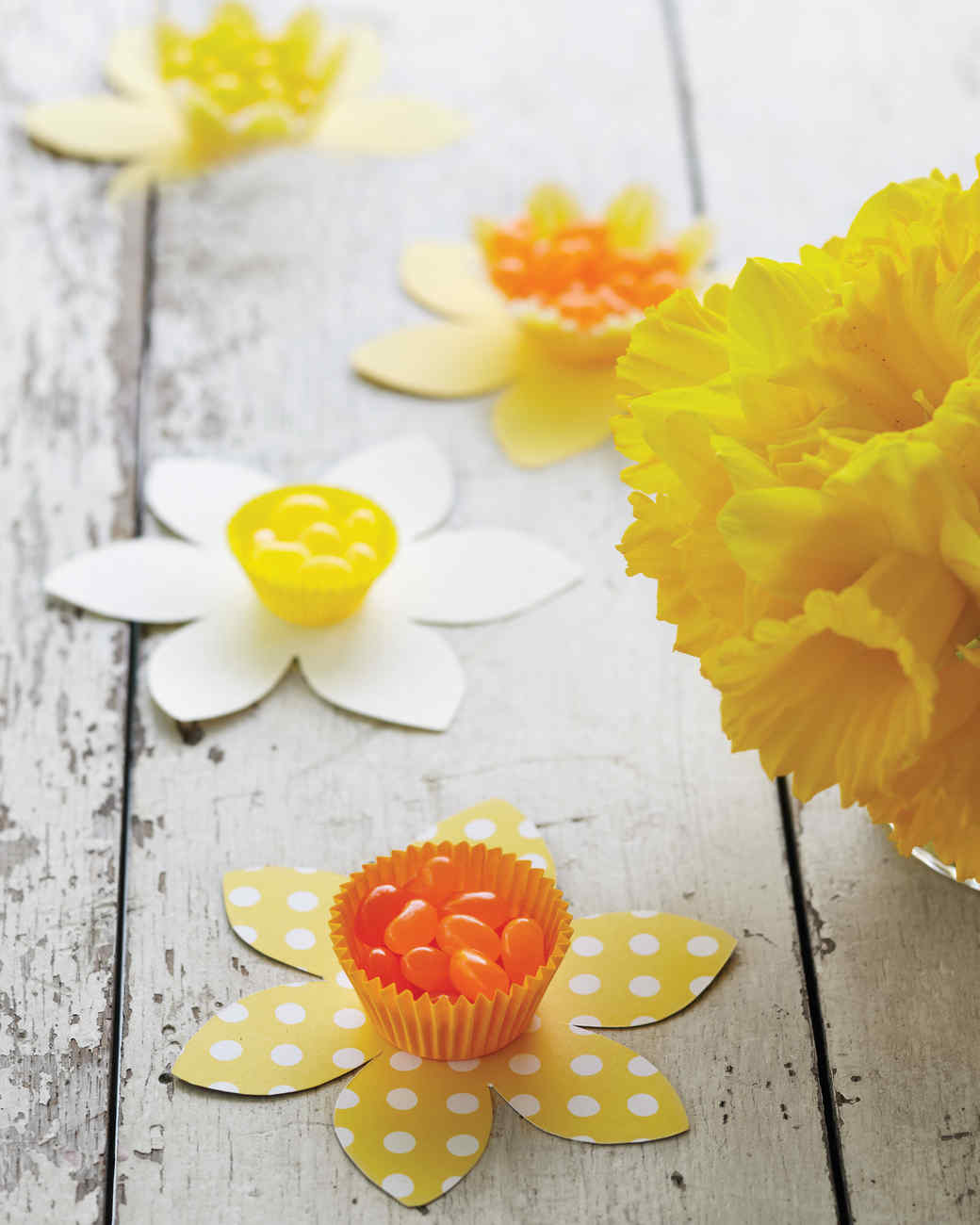 daffodil candy cups - Easter Decorating Ideas