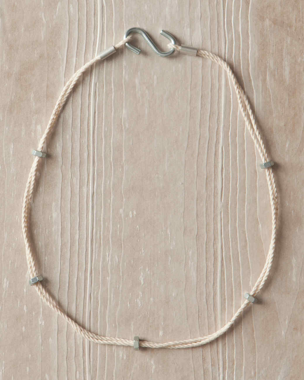 s-hook-necklace-hardware-jewelry-002-ld110089.jpg