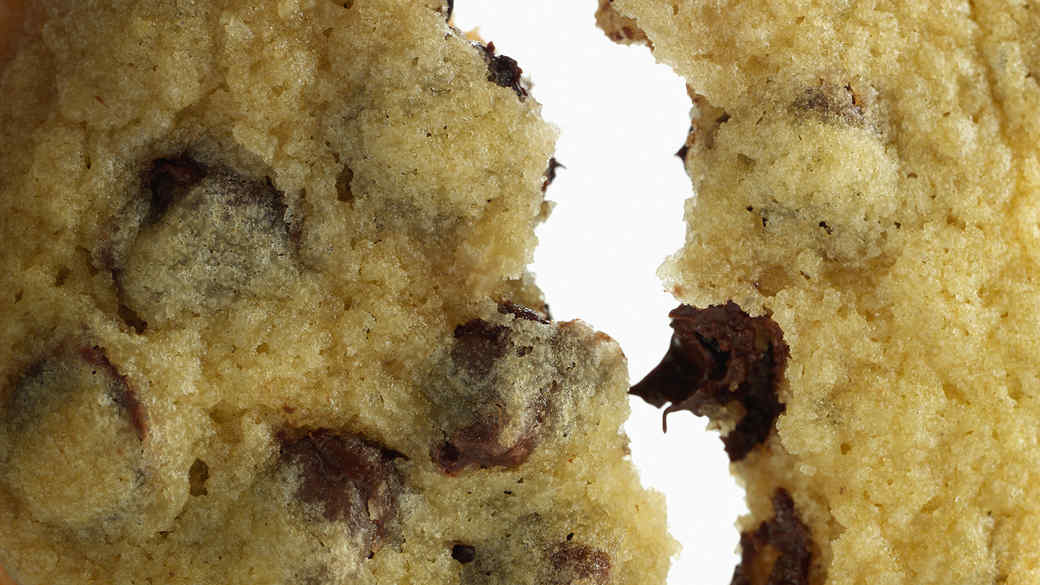 How to keep chocolate chip cookies soft and chewy