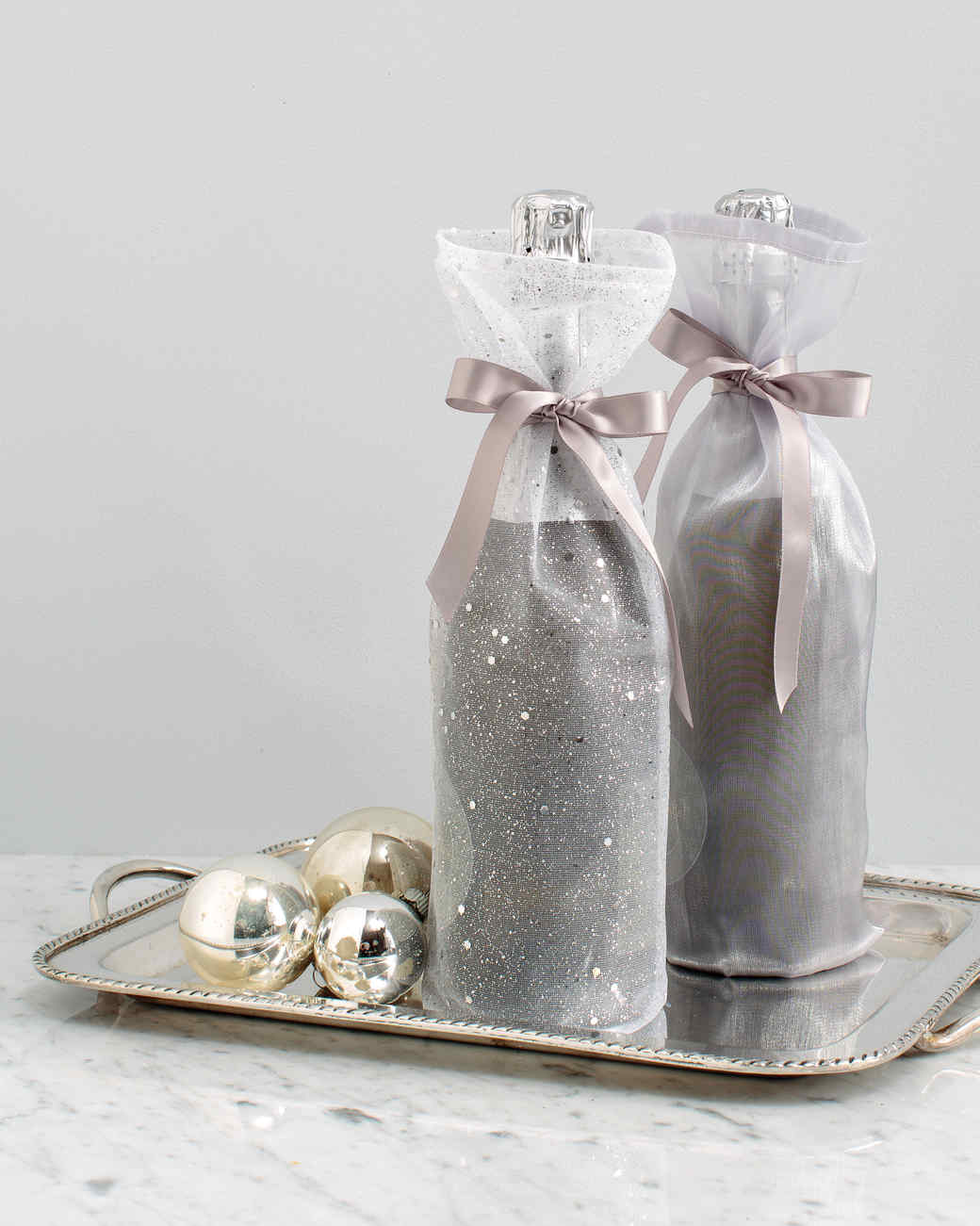 hostess-48-30417_winterfrost_metallic_winebags.jpg
