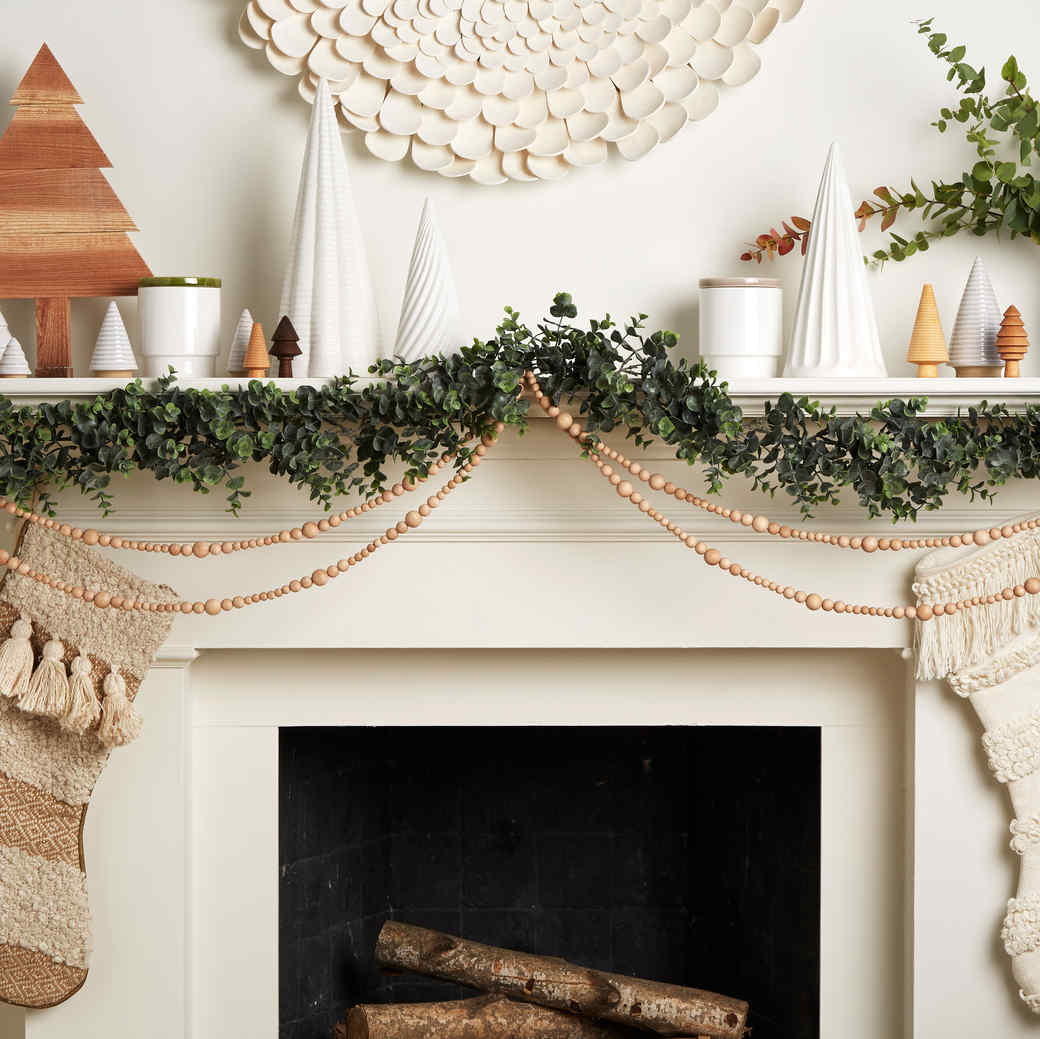 3 gorgeous ways to decorate your mantel for christmas martha stewart https www marthastewart com 1534486 christmas mantel decorating ideas