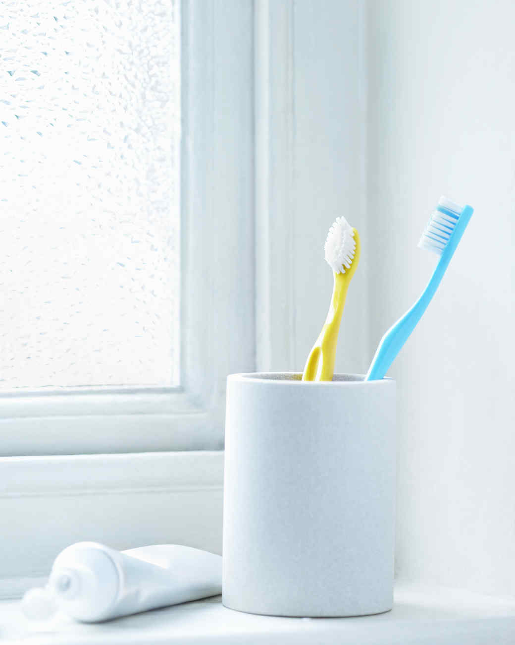 toothbrush-plastic-bathroom