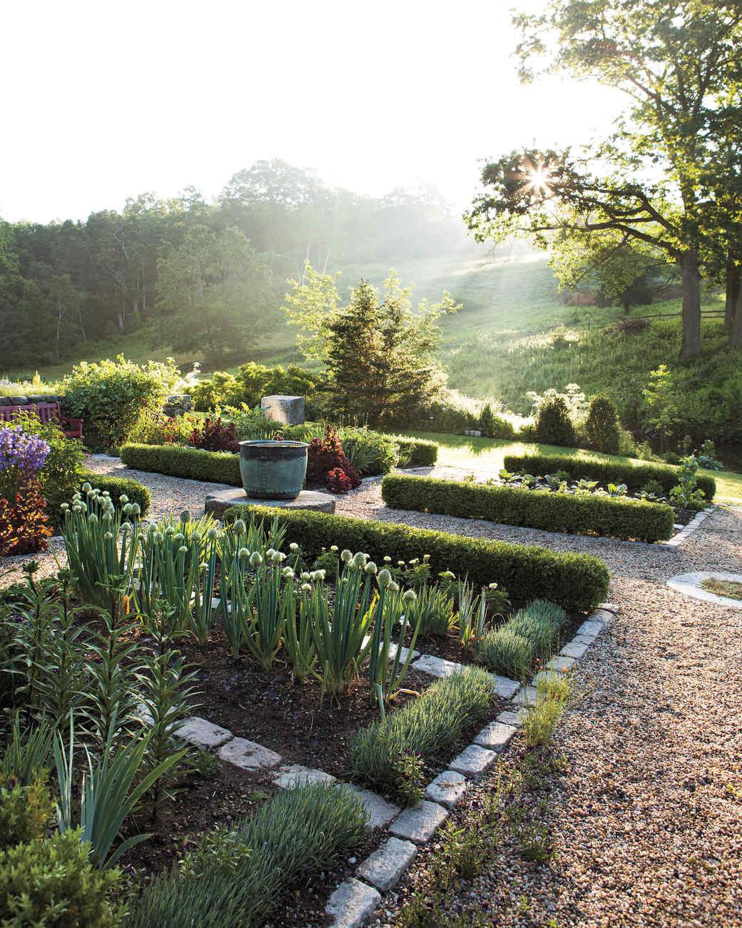 vegetable-garden-hollister-house-9367-md109020.jpg