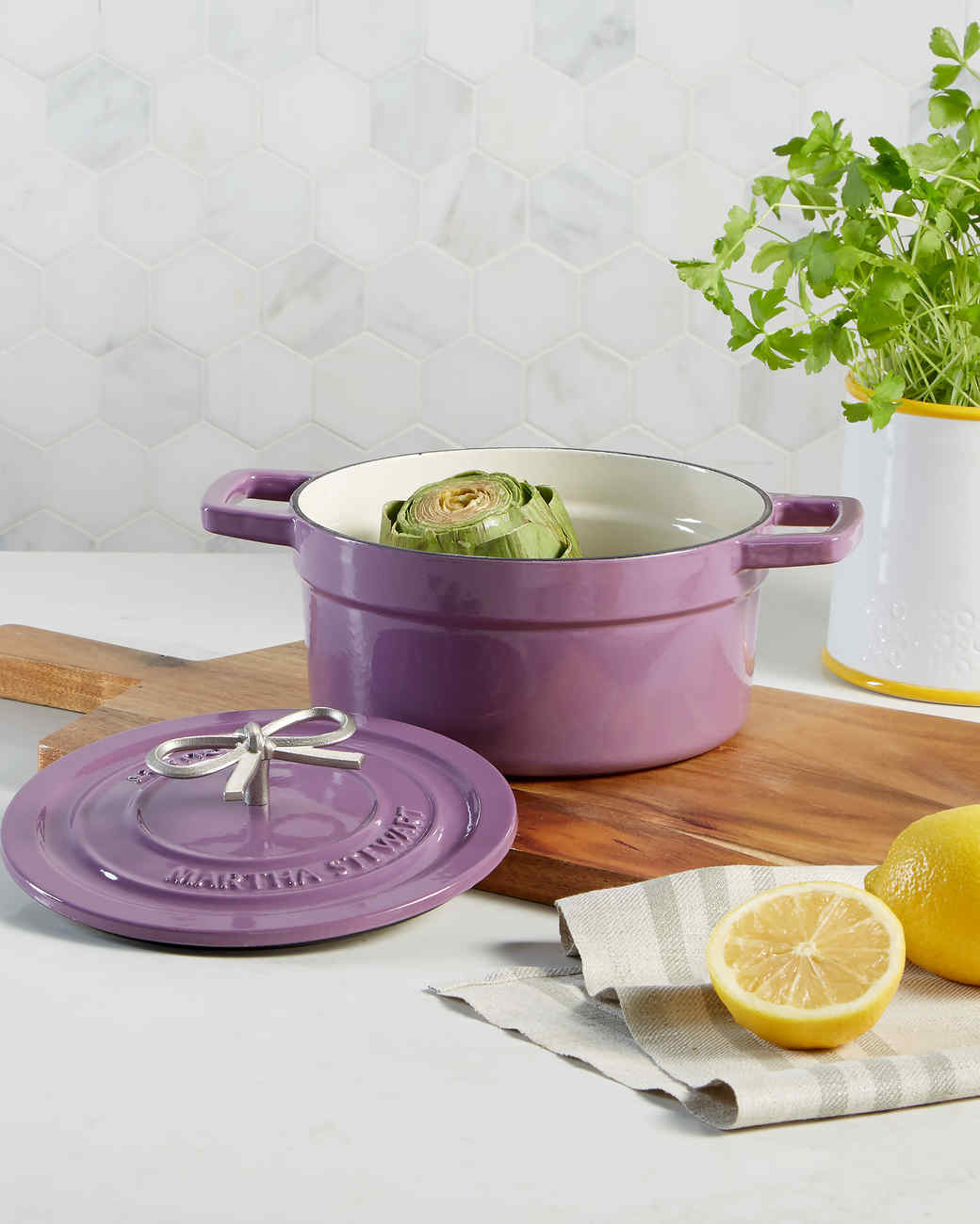 dutch oven with bow handle purple