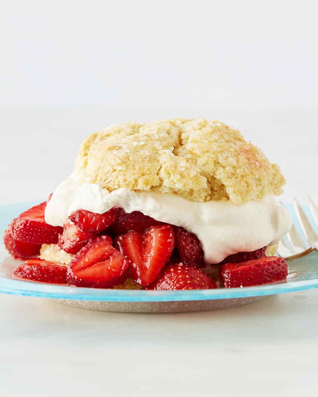 featured-recipe-strawberry-shortcake-100-vert-d113085.jpg