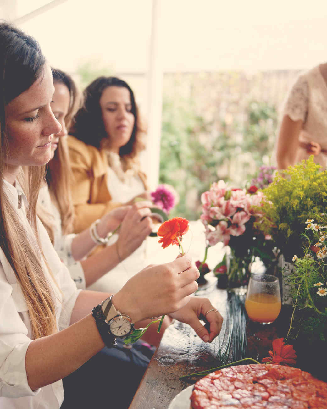 claire-thomas-bridal-shower-garden-friends-crafting-0814.jpg