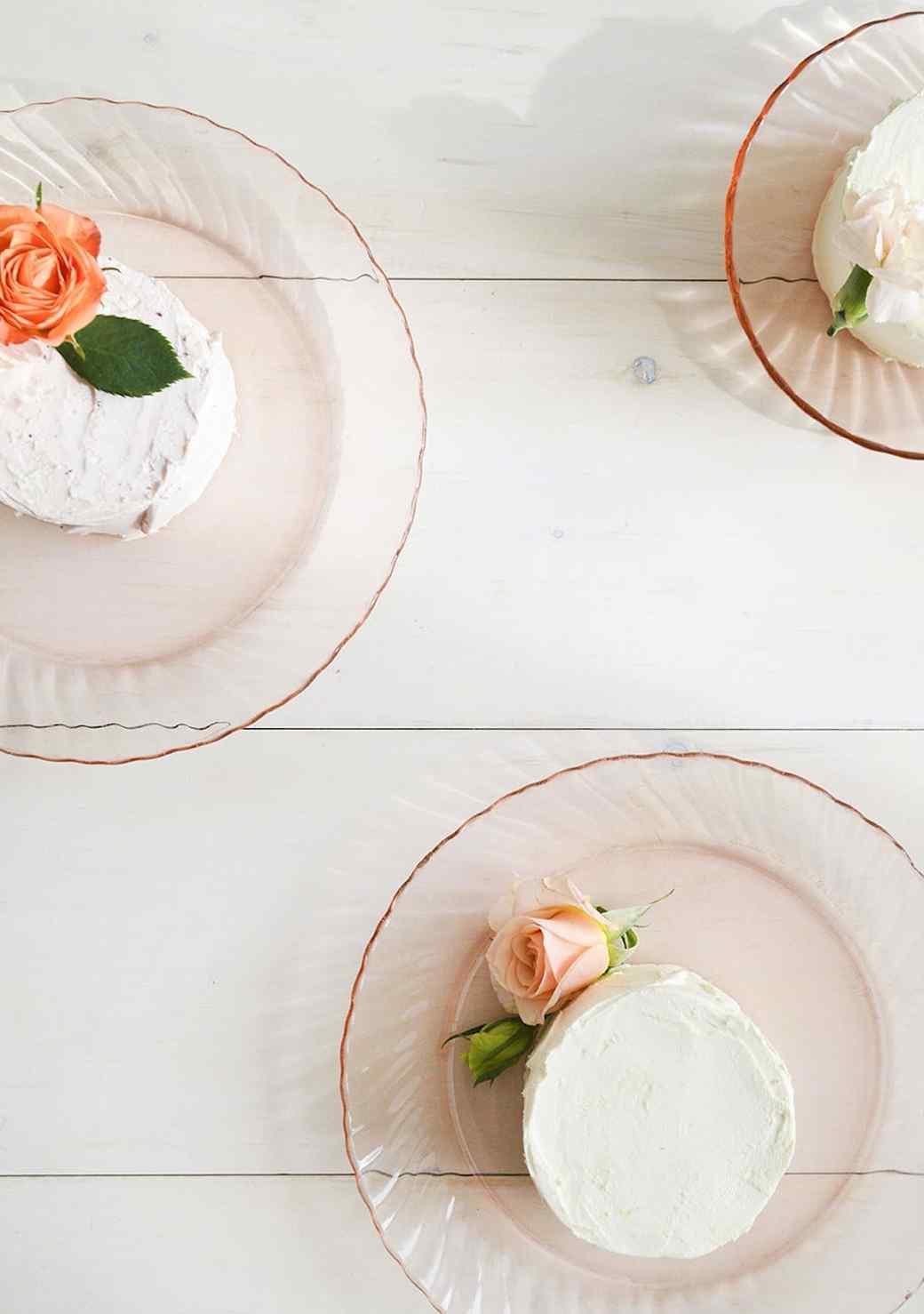 localcreative-marthastewart-valentines-lael-cake-flowers-gift-4--1-.jpg (skyword:225921)