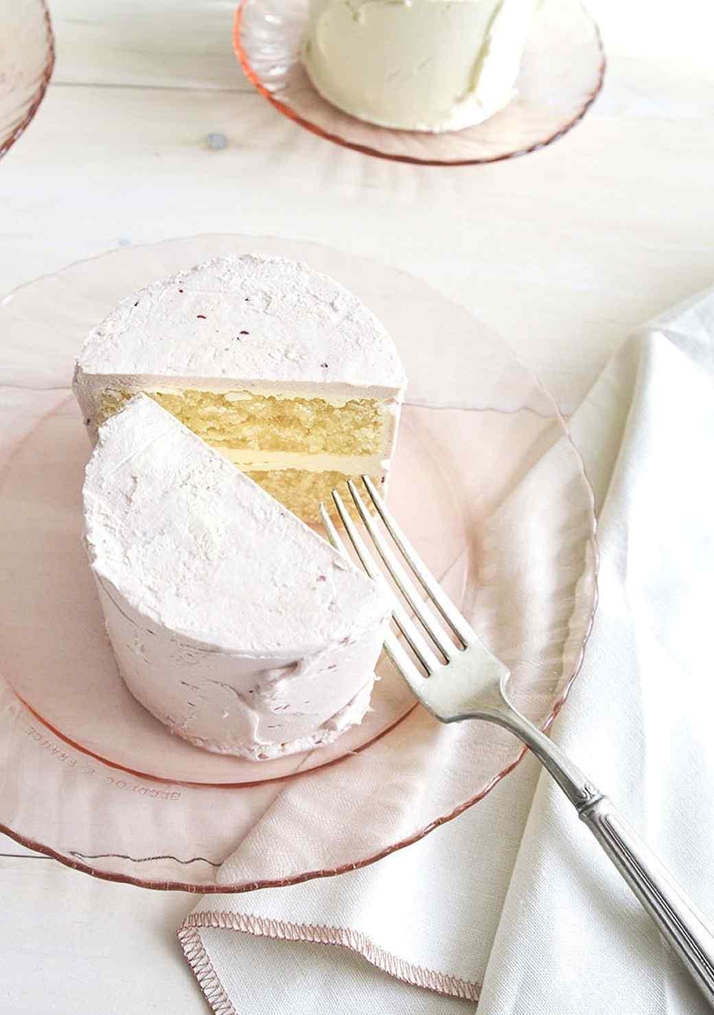 localcreative-marthastewart-valentines-lael-cake-flowers-gift-4--3-.jpg (skyword:225926)