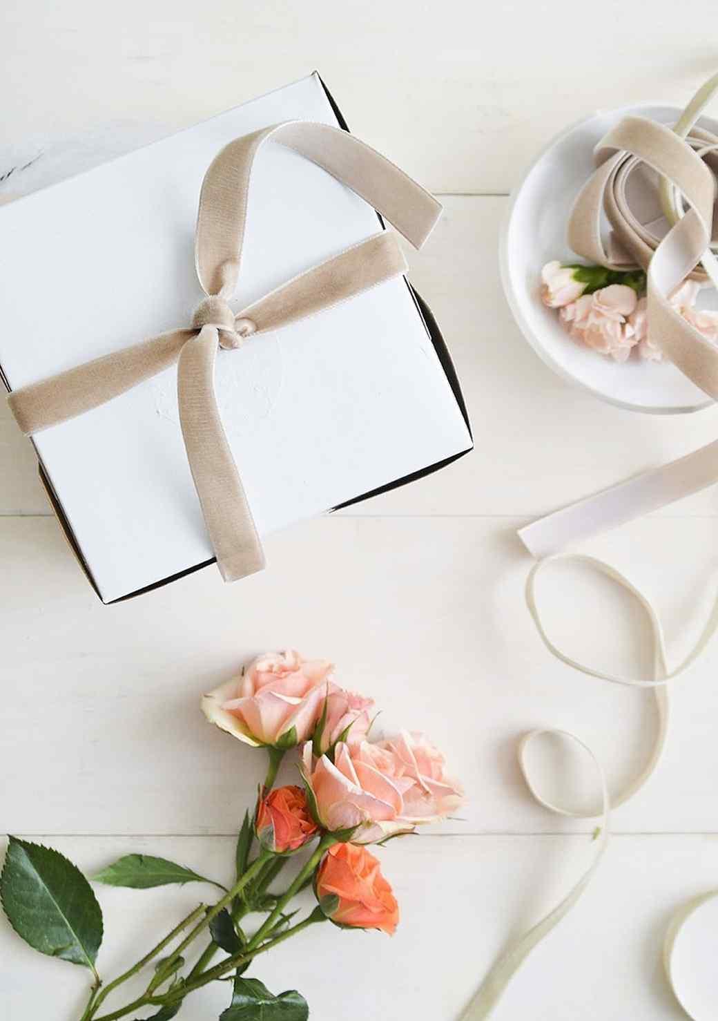 localcreative-marthastewart-valentines-lael-cake-flowers-gift-7--4-.jpg (skyword:225937)