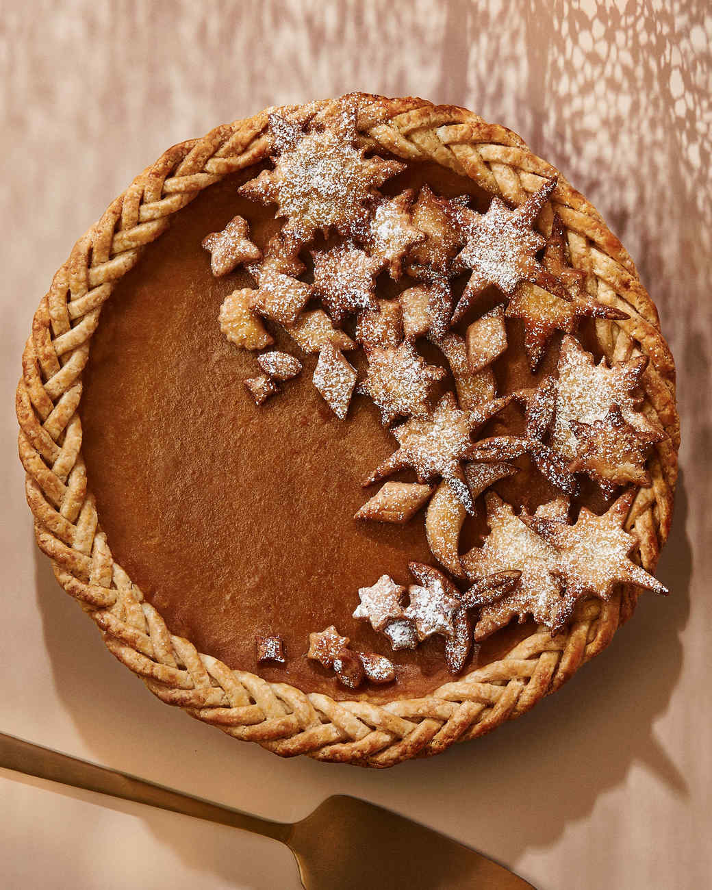 How to Make a Fancy Fishtail-Braided Edge for Your Thanksgiving Pie