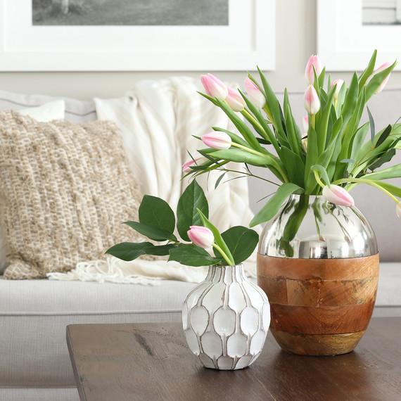 flowers_with_pillows--1-.jpg (skyword:250371)