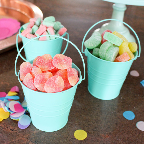 candy_buckets_0416.jpg (skyword:302949)