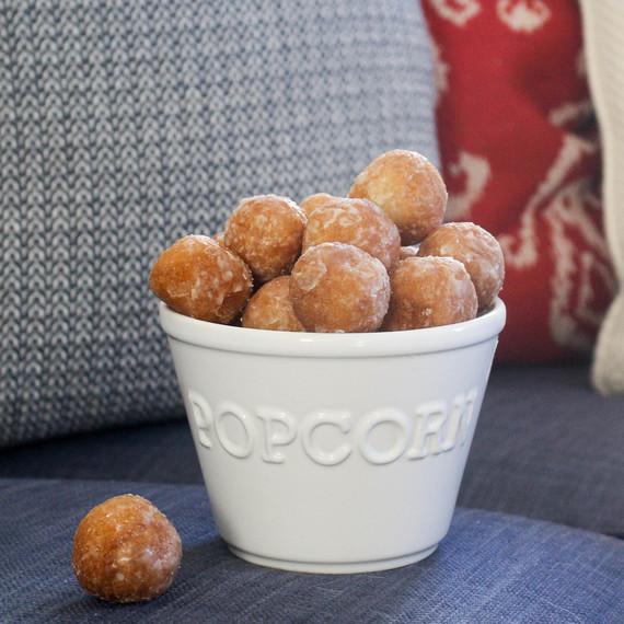 Popcorn_doughnuts_0323.jpg (skyword:242824)