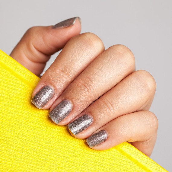 Can Adults Wear Glitter Nail Polish - Sophisticated Ways to Wear ...
