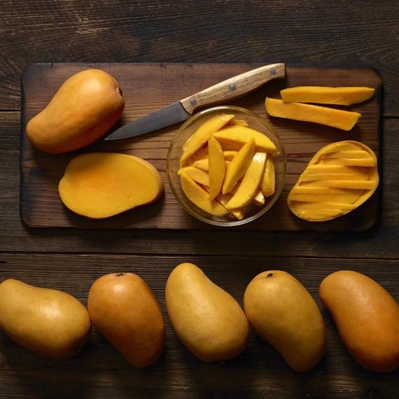 honey-mango-on-wood