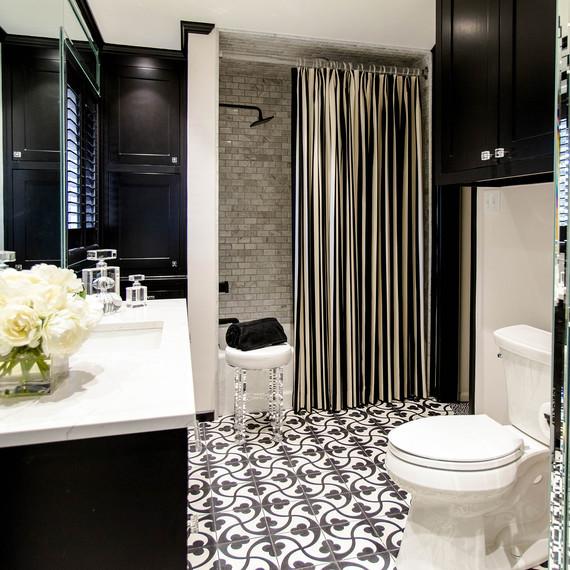 black-white-tile-1016.jpg (skyword:354821)