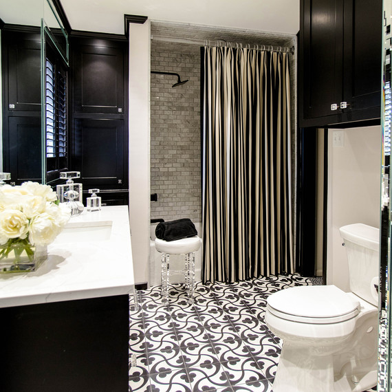 black-white-tile-1016.jpg (skyword:354821)
