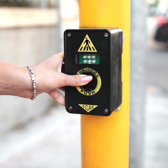 crosswalk-button-1016.jpg (skyword:357999)