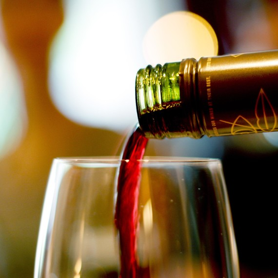 pouring-red-wine-0215