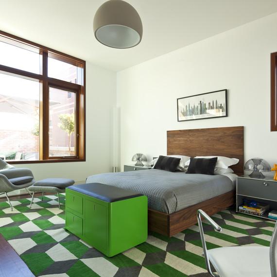 green-decor-trunk-0815.jpg (skyword:179603)