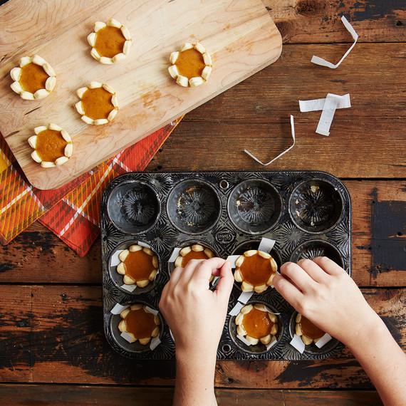 mini-pumpkin-pies-3986.jpg (skyword:442011)