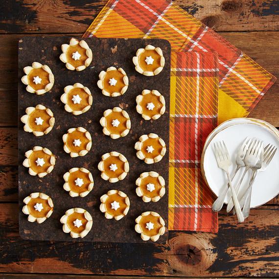 mini-pumpkin-pies-4012.jpg (skyword:442013)