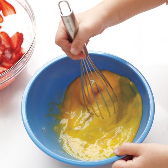 whisk-eggs-1-med108462.jpg