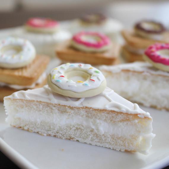 doughnut_desserts_cakes_0316.jpg (skyword:244851)
